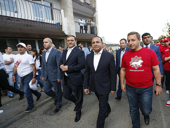 Prime Minister Hovik Abrahamyan (second from right) said the audit of the ENA would begin in the next few days while attending a youth summit in Tsaghkadzor (Source: Press Office of the Government of the Republic of Armenia)