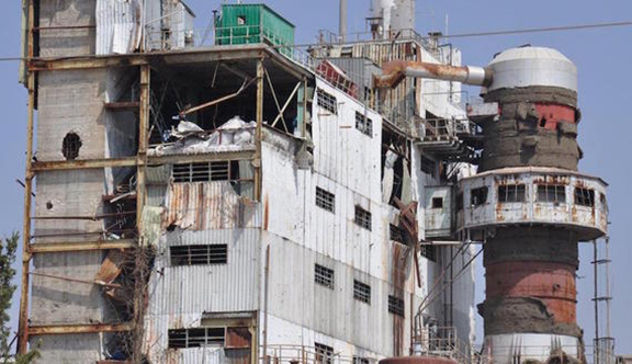 A factory at the Sheikh Najjar Industrial City, near Aleppo, that has been damaged in clashes. (Source: Fehim Tastekin)