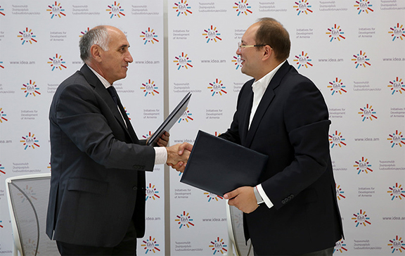 The document was signed by CEO of Regional Development Foundation of Armenia Ashot Kirakosyan and Acting CEO of IDeA Foundation Edgar Manukyan (Source: IDeA Foundation)