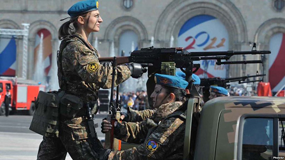 Female soldiers take part in a military parade in Yerevan (Source: RFE/RL)
