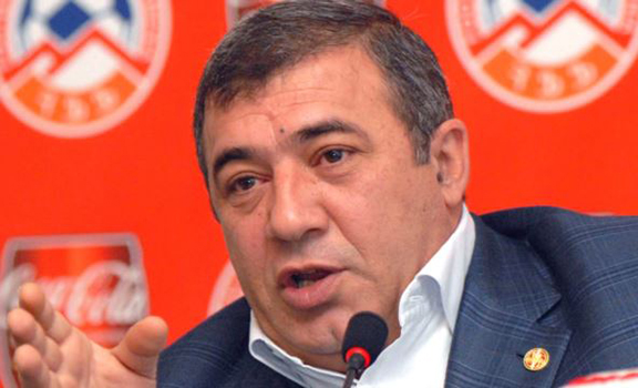 Businessman Ruben Hayrapetian at a news conference in Yerevan (Source: Photolure)