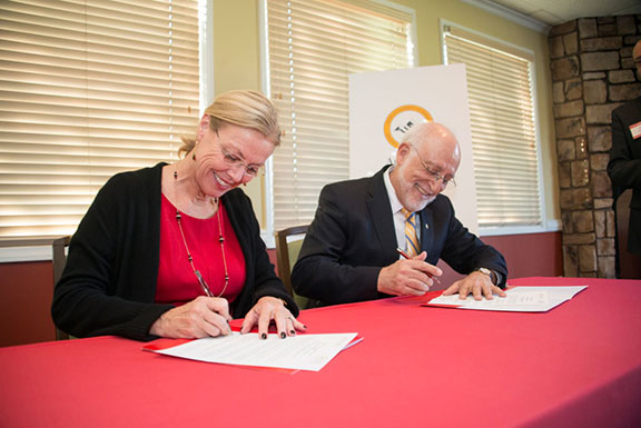 CSUN President Dianne F. Harrison (left) signs a memorandum of understanding with AUA President Armen Der Kiureghian to foster scholarly and educational collaborations. Photo by Lee Choo.