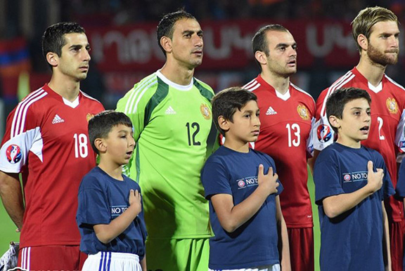 Henrikh Mkhitaryan (L) and other Armenia players sing the national anthem before a Euro 2016 qualifying match against Albania in Yerevan on October 11, 2015 (Source: Photolure)