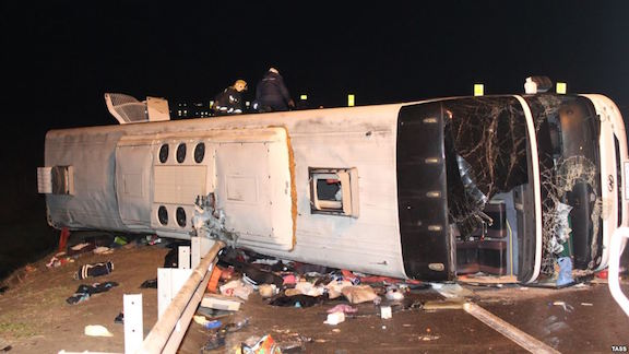 A bus traveling from Moscow to Yerevan overturned on November 3, 2015 after the driver reportedly fell asleep (Source: TASS)
