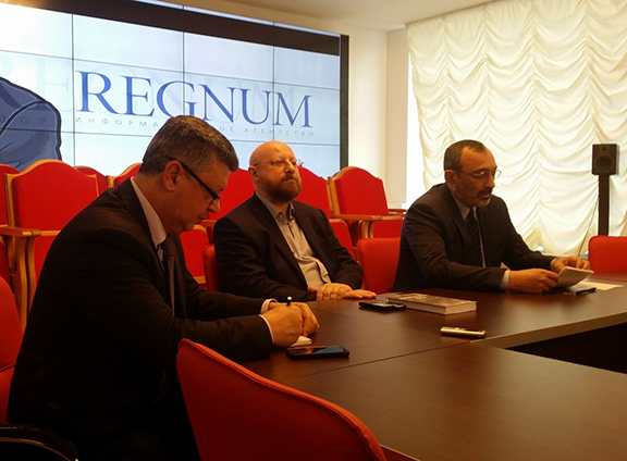 Artsakh Minister of Foreign Affairs, Karen Mirzoyan (right) address participants at a round-table discussion in Moscow (Source: NKR Ministry of Foreign Affairs)