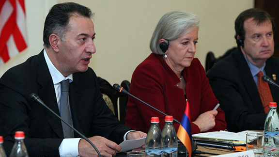 Economy Minister Karen Chshmaritian (left), U.S. Deputy Assistant Trade Representative Betsy Hafner (center), and U.S. Ambassador Richard Mills (right) at the first meeting of the U.S.-Armenia Council on Trade and Investment in Yerevan (Source: Photolure)