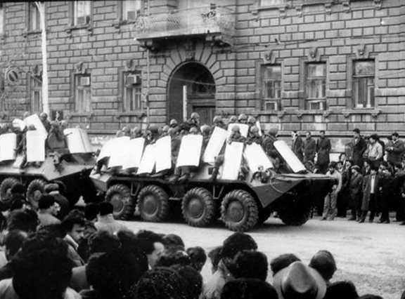 Azeri troops with tanks in the streets of Baku (Source: Public Radio of Armenia)
