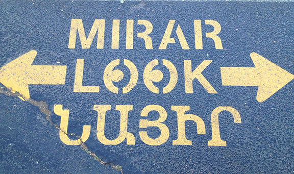 Multilingual road sign in Glendale, California (Photo: Wikipedia Commons)