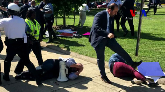 Erdogan's security personnel attack peaceful protesters during demonstration near the Turkish ambassador's residence in Washington DC on May 16, 2017. (Image: VOA Turkish Video/Screenshot)