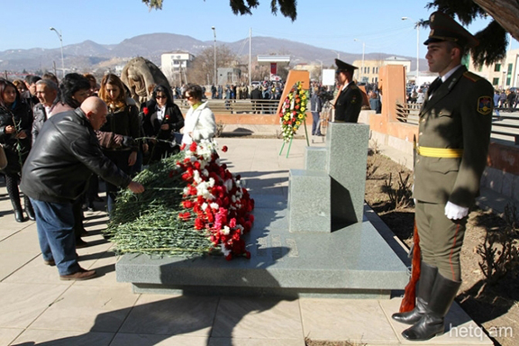 Artsakh residents pay tribute  to victims at Sumgait Pogrom monument in Stepanakert