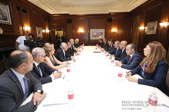 Prime Minister Nikol Pashinyan and his entourage (right) meet with a delegation of the ARF in Los Angeles on Sepr. 22