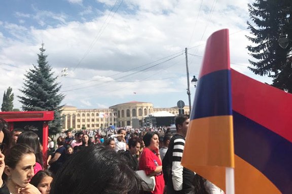 A crowd gathered at the main square, waiting to see Prime Minister Nikol Pashinyan