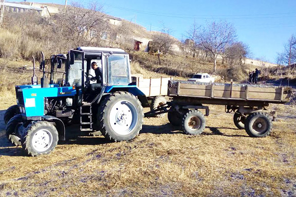 """The Belarus tractor was donated to the """"Navur Community Agricultural Consumers Cooperative"""" by the AMAA-Armenia"""