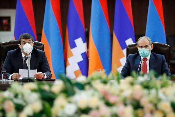 Prime Minister Nikol Pashinyan (left) and Artsakh President Arayik Harutyunyan chaired a joint session of the countries' security councils