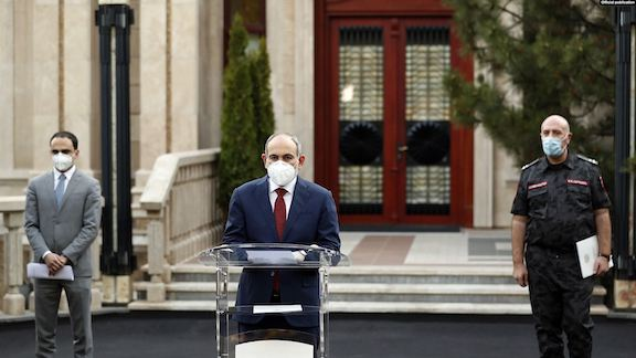 Prime Minister Nikol Pashinyan with Deputy Prime Minister Tigran Avinyan (left) and Armenia's Police Chief Arman Sargsyan during a press conference on June 3