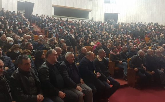 A capacity crowd listens to National Salvation Movement leaders