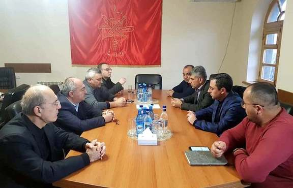 ARF Supreme Council of Armenia chairman Ishkhan Saghatelyan meets with the ARF Artsakh Central Committee on Jan. 19