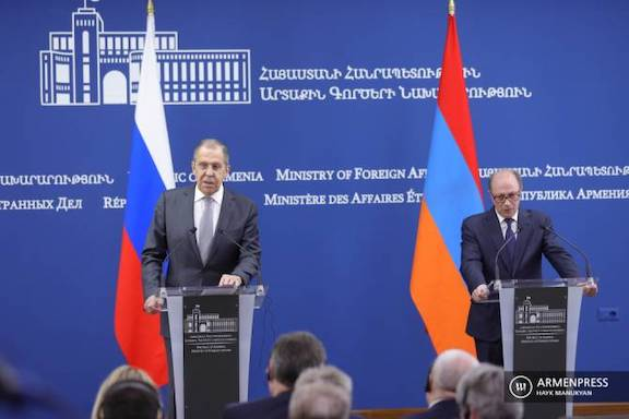 Russia's Foreign Minister Sergei Lavrov (left) with his Armenian counterpart, Ara Aivazayn in Yerevan on May 6