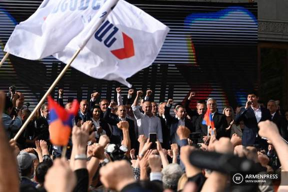 """On May 9, the Kocharian-led """"Armenia Alliance"""" kicked off its campaign with a rally"""
