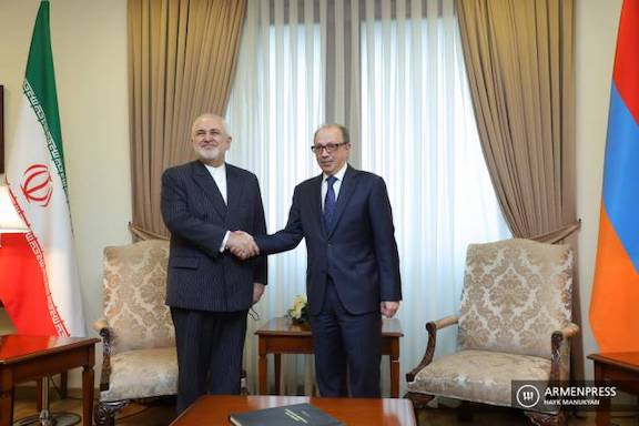 Iran's Foreign Minister Mohammad Javad Zarif (left) with his Armenian counterpart Ara Aivazyan in Yerevan on May 26