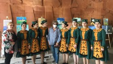 Catherine Yesayan with the dance group and their teacher