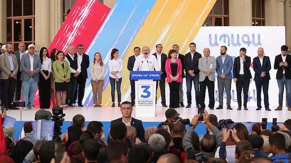 Pashinyan at a campaign rally for the Civil Contract Party in Gyumri (Photo: Nikol Pashinyan, June 9)